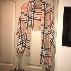 Accessories - Beautiful scarf like new